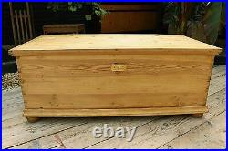 Fantastic Old Pine Extra Large Blanket Box/chest/trunk/table/storage-we Deliver